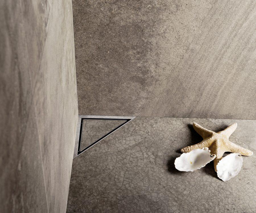 tileable corner drain