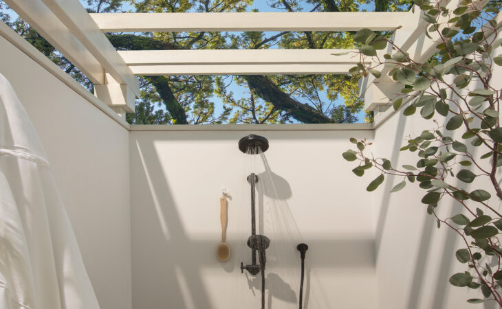 macarthur-place-hotel-and-spa-outdoor-shower
