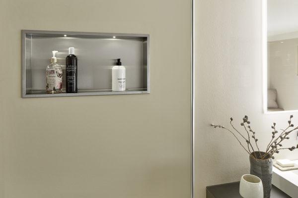 Cómo instalar una hornacina de pared en el baño