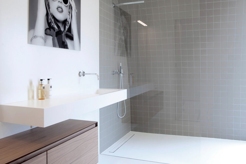Advantages of a walk-in shower